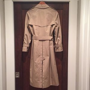 Burberry Jackets & Coats - Burberry Trenchcoat, size 8L